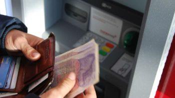 Terjebak Utang, Hindari Praktek Gadai Mobil Di Bank Seperti Ini